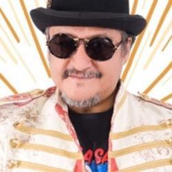Il va être chargé le week end du Latino Show!